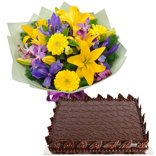 Enchanting Mixed Flowers Hand Bunch with Chocolate Cake<br>