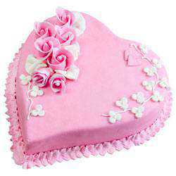 Pleasurable Heart-Shape Strawberry Cake