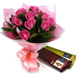 Luxurious Collection of Pink Roses with Chocolates