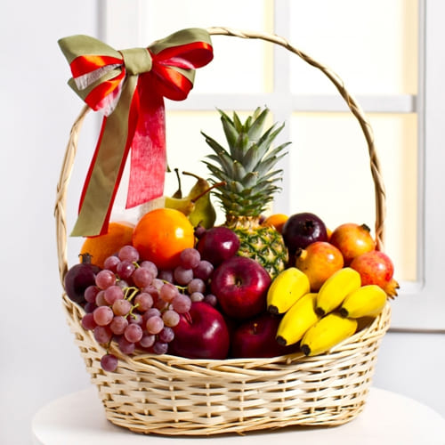 Delicious Fresh Fruits Gift Basket