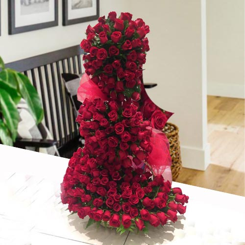 5 ft Long Arrangement of 150 Red Roses