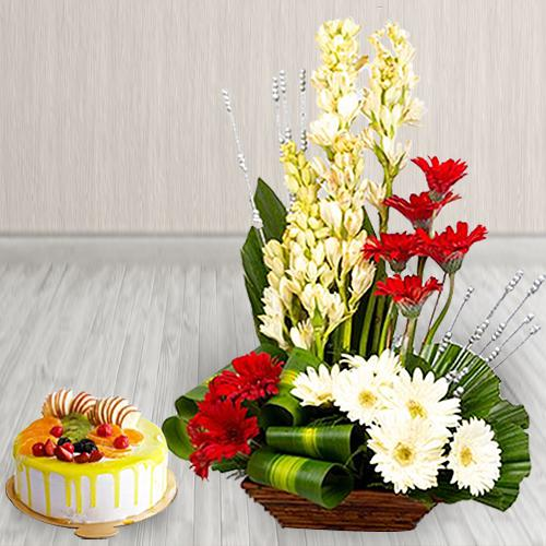 Captivating Combo of Fresh Flowers Arrangement with Mango Flavor Cake