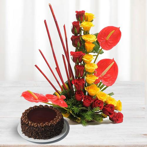 Alluring Arrangement of Roses n Anthurium with Chocolate Cake