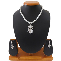 Charming Intricately Designed White Pearl Necklace Set