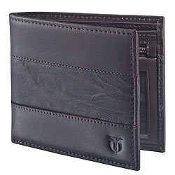 Conventional yet very stylish leather wallet from Titan for gents.